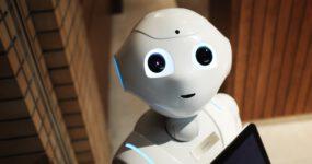 Humanoider Roboter Pepper verstärkt Team des B*lab der HWR