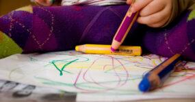 Stimulation oder Stress? Wohlbefinden von Kindern in Kitas